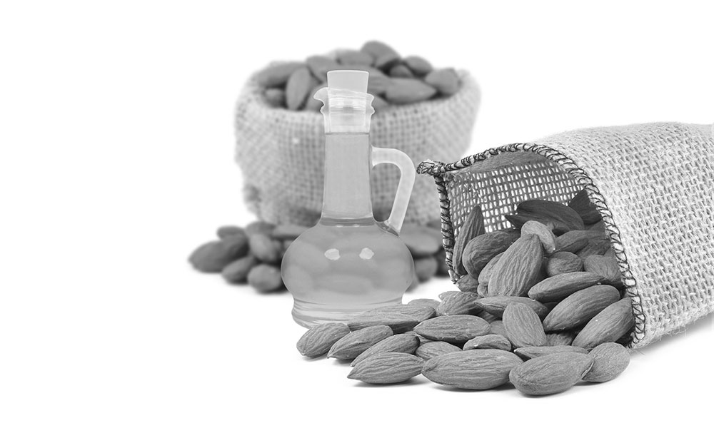 Top 7 benefits of almond oil on skin